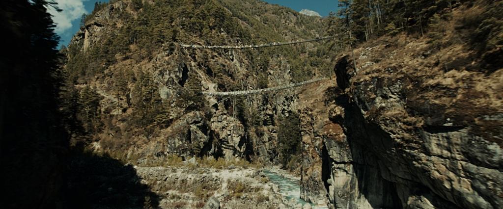 Pontes suspensas sobre o rio Dudh Kosi