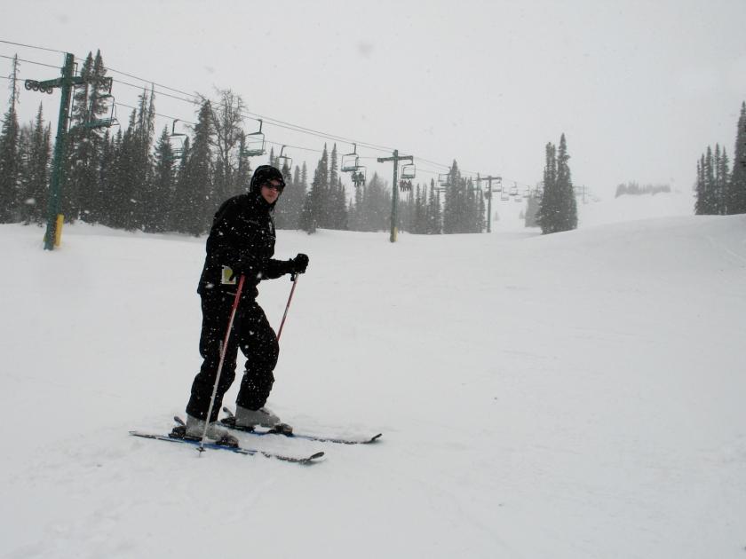 Esquiando na montanha