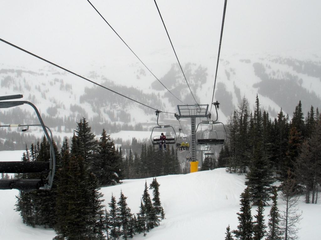 Teleférico para as pistas de esqui