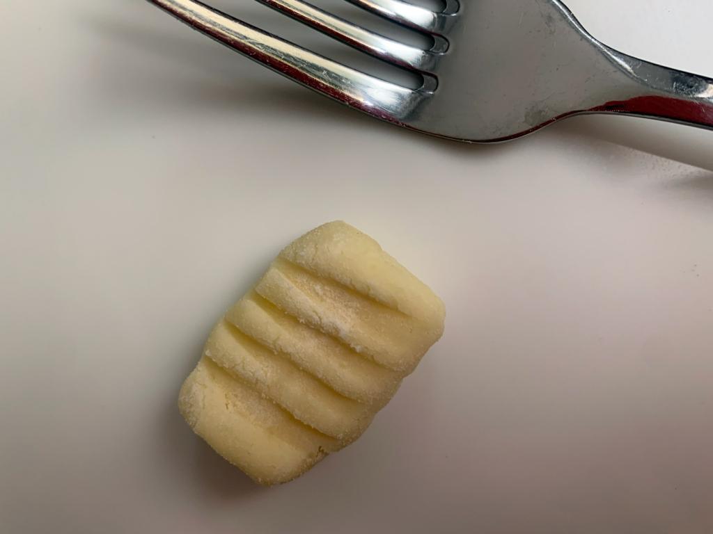 Use um garfo para fazer ranhuras