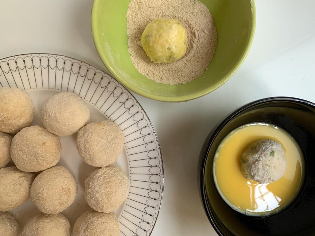 Empanar com ovo e farinha de rosca
